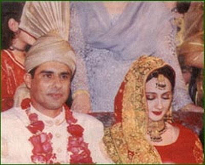 Waqar younis with his wife