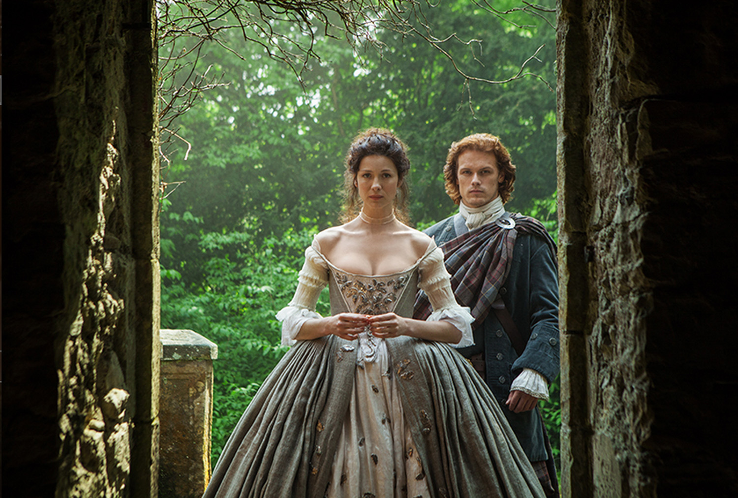 2 The Wedding Jamie And Claire Entering Kirk Outlander Season 1