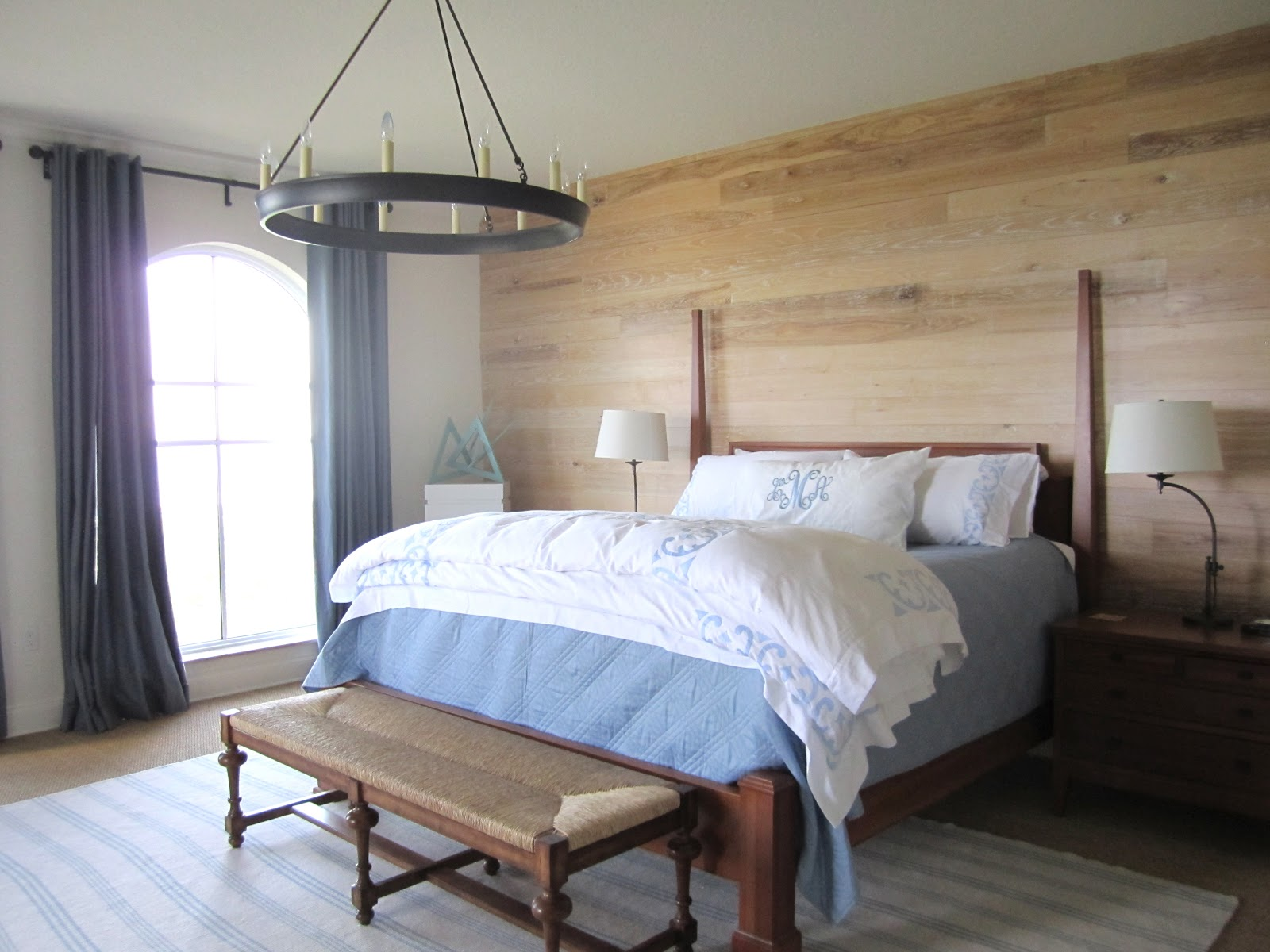 Great ideas for beach inspired bedrooms classic casual home for Wood wallpaper bedroom