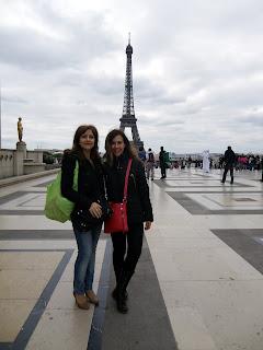 Con mi hermana en la Torre Eiffel