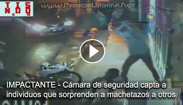 VIDEO IMPACTANTE: Cámara de seguridad capta el momento en que unos Individuos le entran a machetazos a unos jovenes