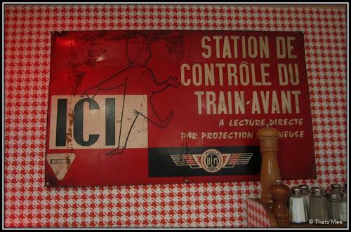 déco panneau vintage Resto Le Biscornu Paris 2ème rue Montmartre