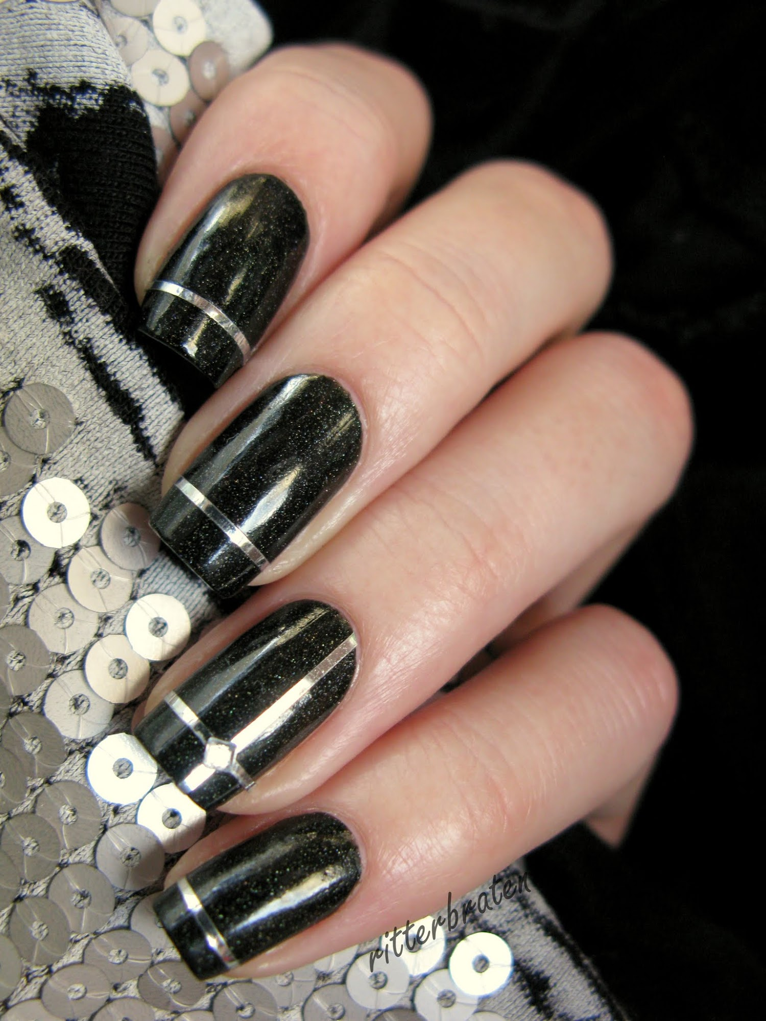 striping tape manicure