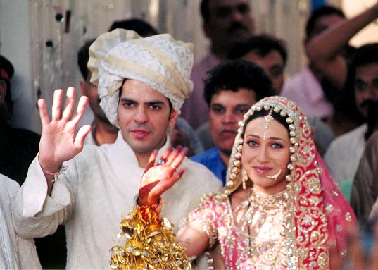 Celebrity Weddings Karisma Kapoor Wedding And Mehndi Pics