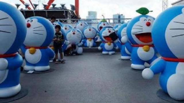 Petani Arak Boneka Doraemon dalam Ritual Memanggil Hujan