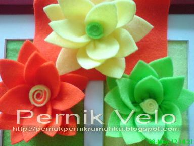 Bros bunga teratai (lotus) yang cantik dari kain flanel aneka warna