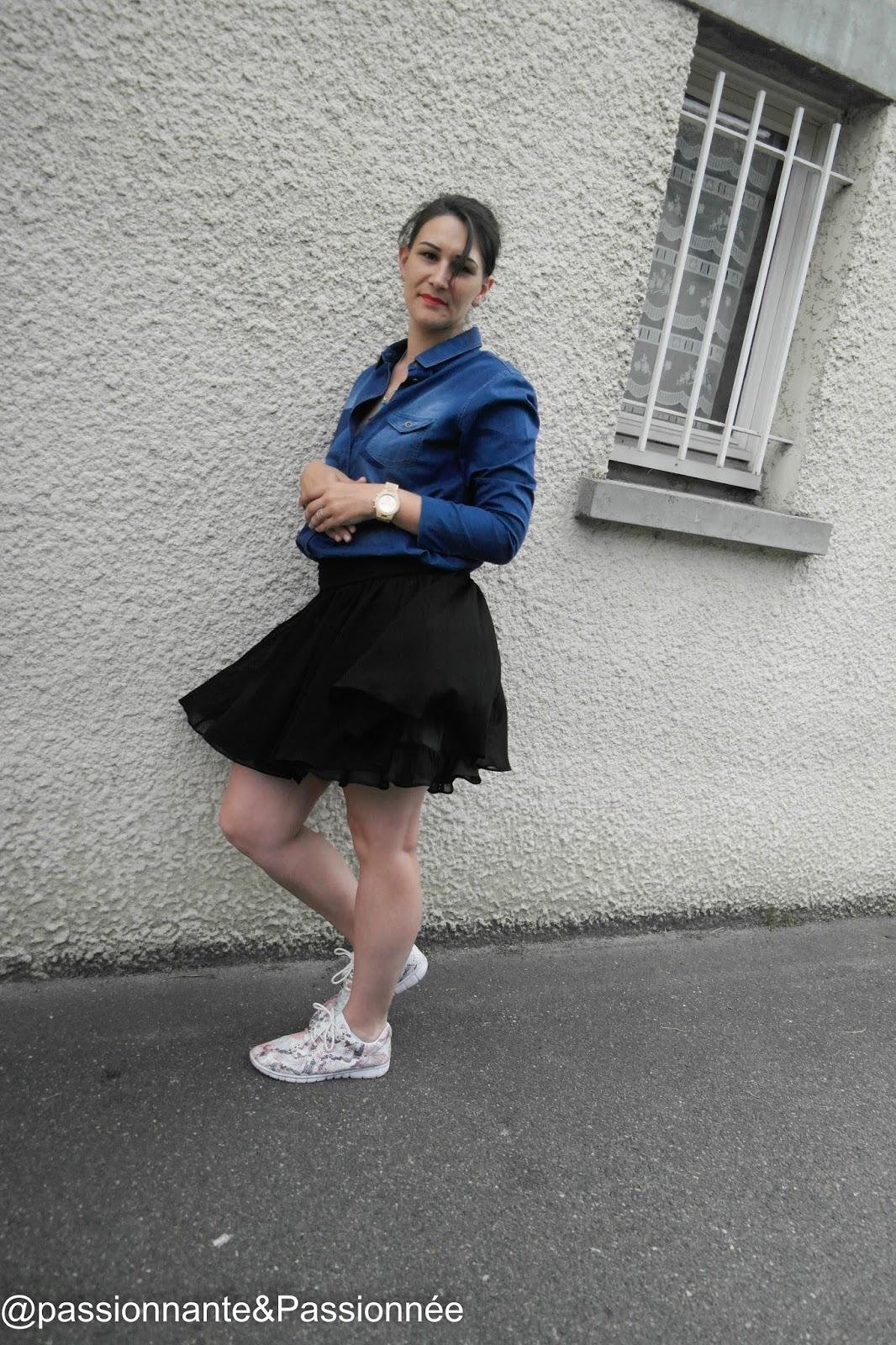 Jupe noire et chemise en jean