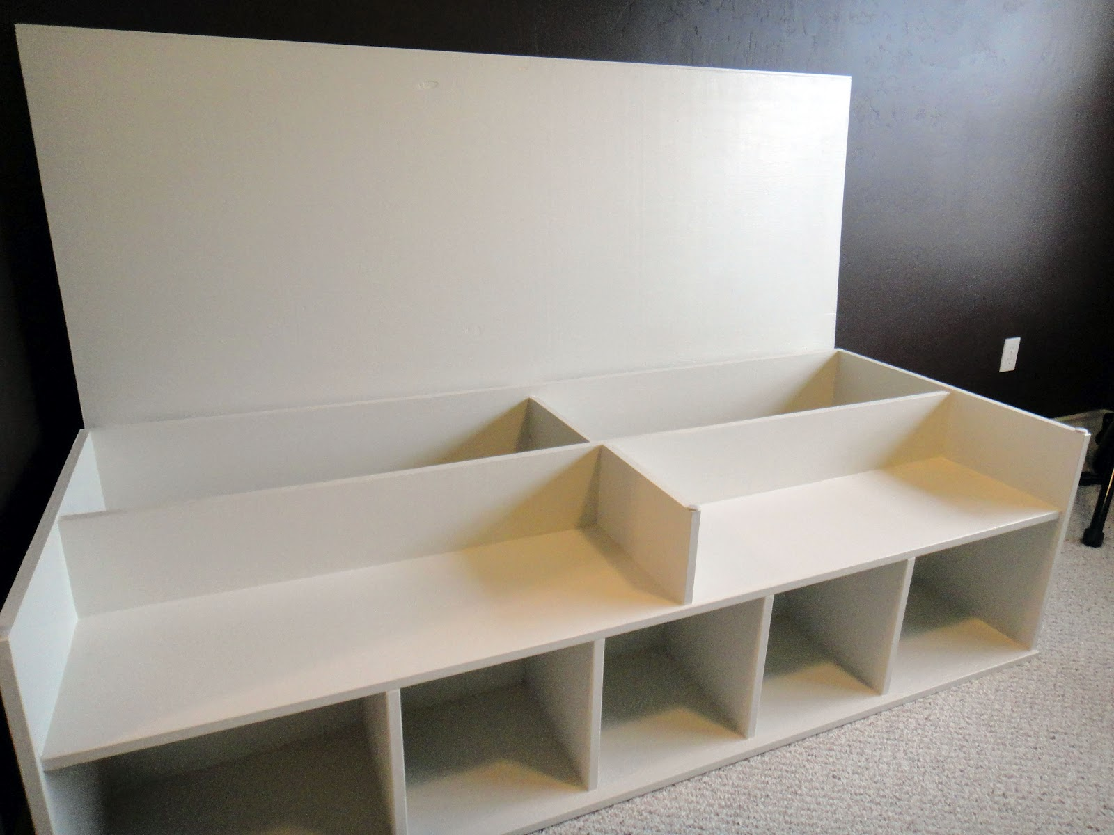 Girls Room Storage Bench 1600 x 1200
