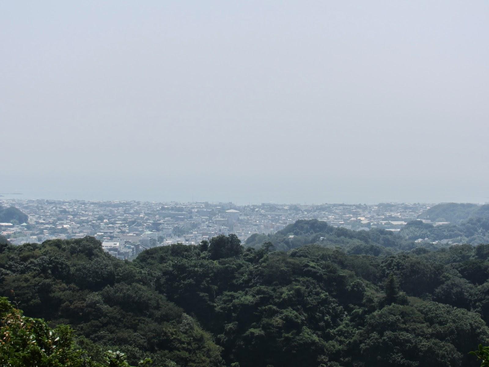 Lo que se veia desde lo mas arriba en el monte que estaba situado en el templo Kenchō-ji.