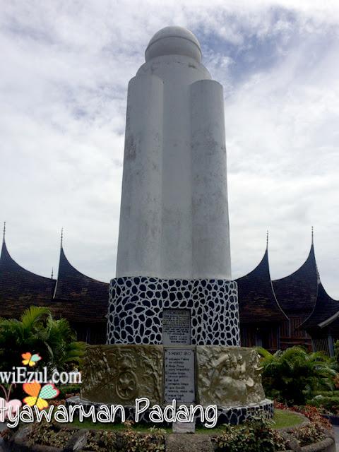 Tugu 10 Maret 1950 di Taman melati=Museum Adityawarman Padang Sumbar