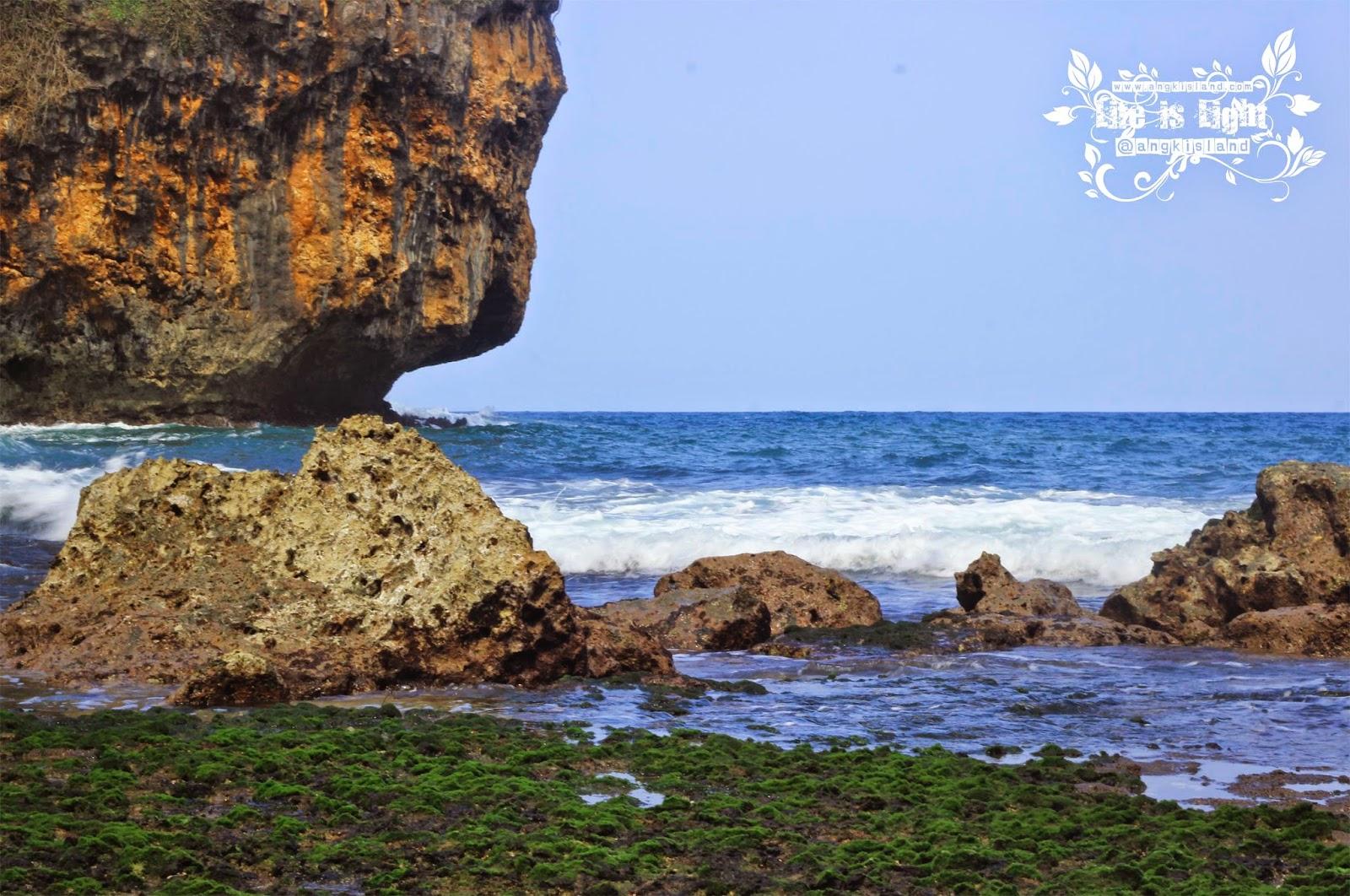 Ombak pantai Wohkudu