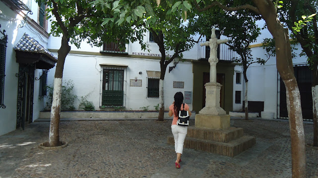 outfit-de-tupersonalshopperviajero-en-plaza-santa-marta-de-sevilla