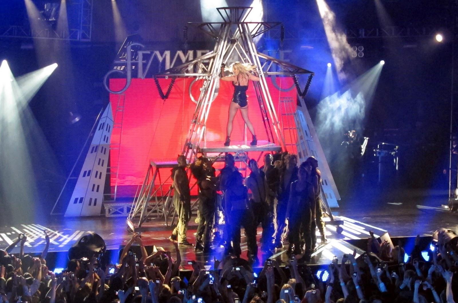 http://2.bp.blogspot.com/-9Dwa-FTg_9w/TZWyCxW0yHI/AAAAAAAAAgU/P802YAZXX58/s1600/Britney-Spears10.jpg
