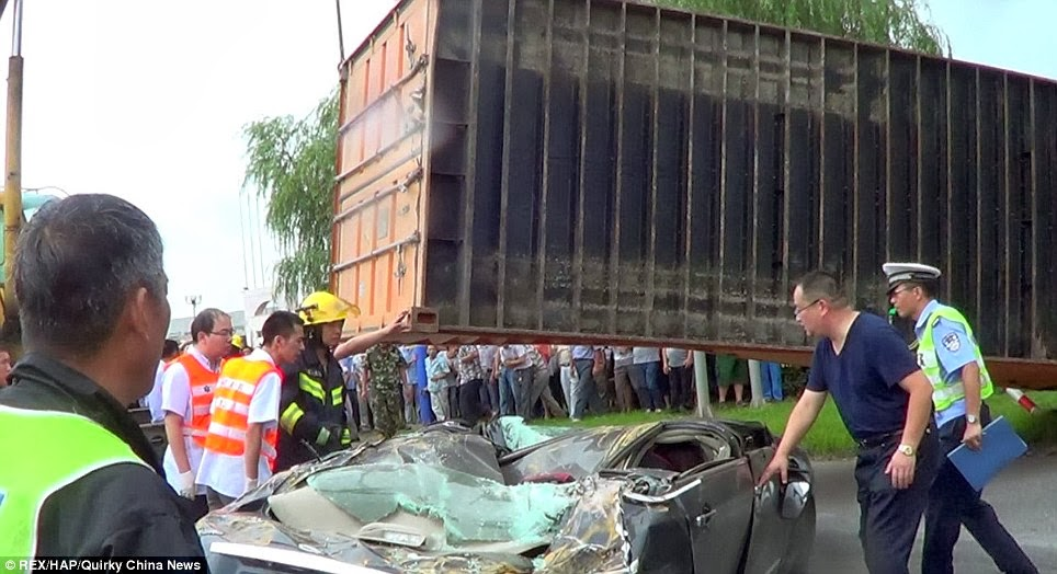Unbelievable Escape ;  Woman Escapes Death After Container Fell On Her Car (Pictures)