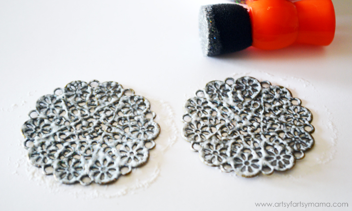 DIY Glittered Filigree Earrings at artsyfartsymama.com #diyjewelry #earrings