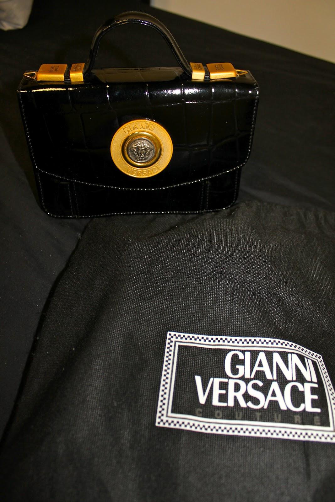 00d3dd1a58 vintage Gianni Versace bag with golden details - £450