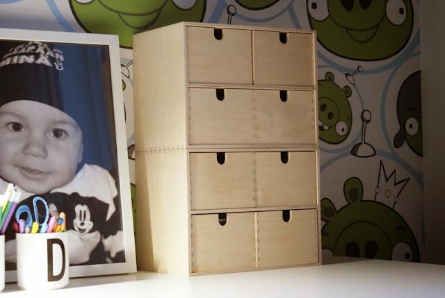 desig letters, pojan huone, ikea työpöytä