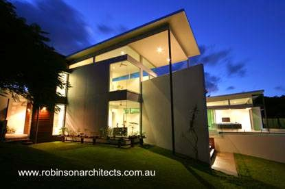Casa contemporánea australiana vista nocturna de un sector posterior