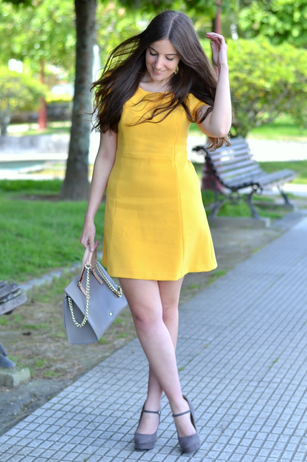 looks amarillo y gris