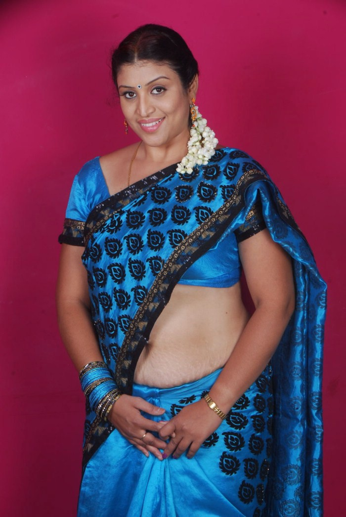 Hot Aunties: Serial Aunty- UMA Deep Navel Saree Show