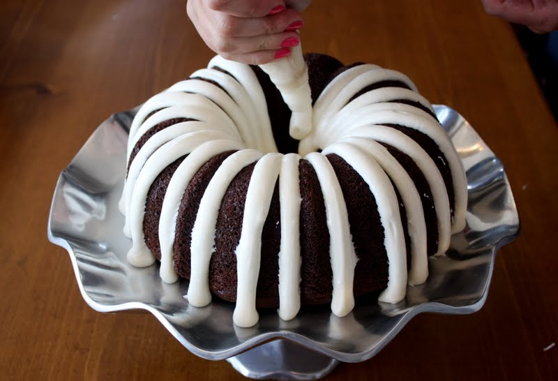 Ways To Frost A Bundt Cake