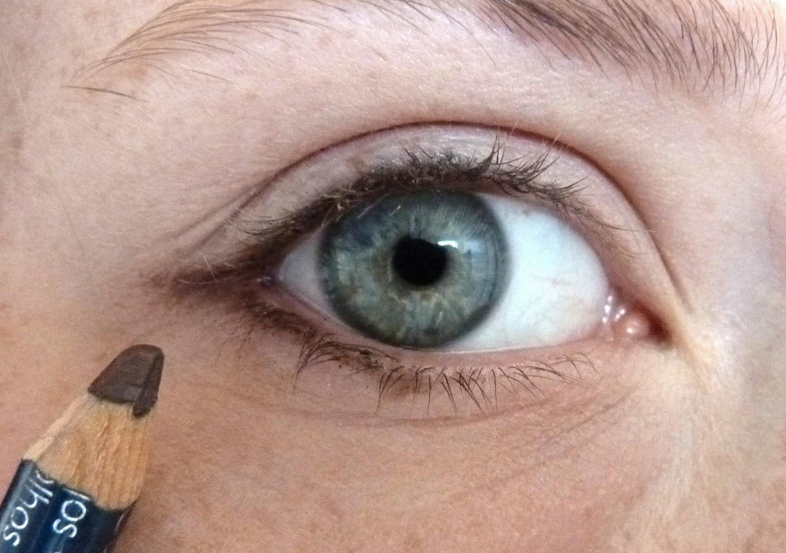 la framboise magique les crayons pour les yeux lequel choisir comment les utiliser. Black Bedroom Furniture Sets. Home Design Ideas