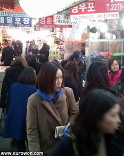 Callejón de tiendas en Dongdaemun