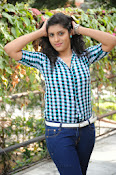 Liza reddy glam pix in jeans-thumbnail-17