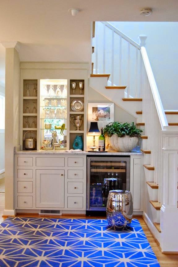 Пространство и хранение под лестницей. фото