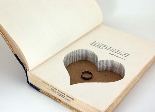 Un livre porte alliance by Les moineaux de la mariée