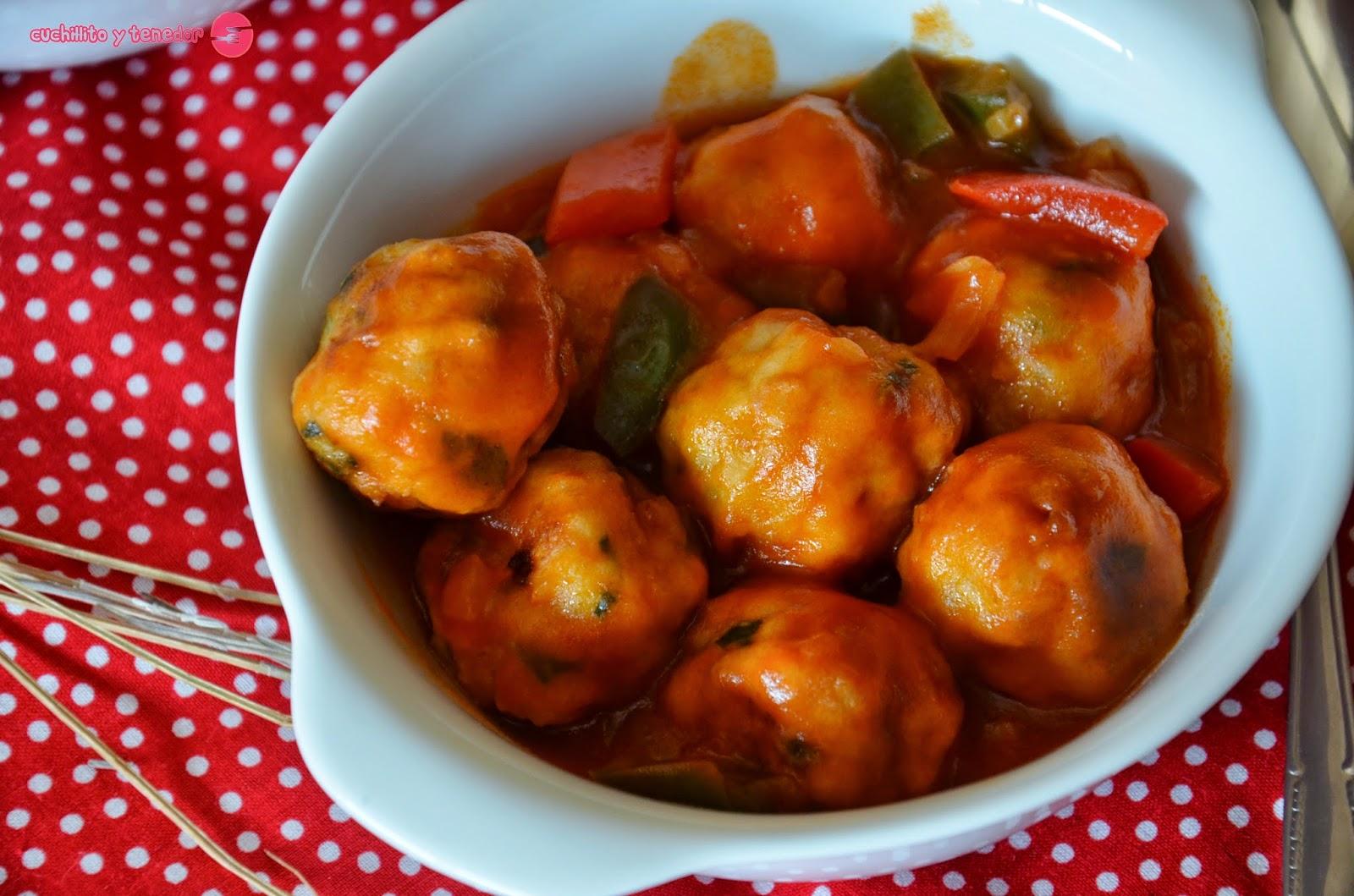 Alb ndigas de merluza con salsa de tomate cuchillito y - Acompanamiento para albondigas ...