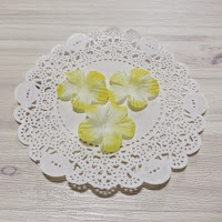 http://whereideasbloom.com/yellow-tone-fabric-flowers/