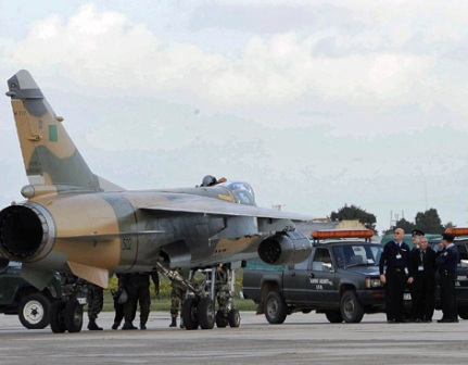 http://2.bp.blogspot.com/-9FiddEUPPl0/TboiSwRtrwI/AAAAAAAAAAw/87hRC5Rp57E/s1600/aviones-libia-210211%255B1%255D.jpg