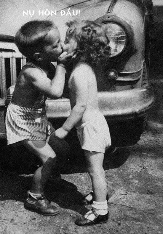 Ảnh hài hước nụ hôn đầu
