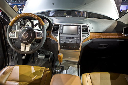 Car sight 2011 jeep grand cherokee good and reliable take a look for 2011 grand cherokee interior