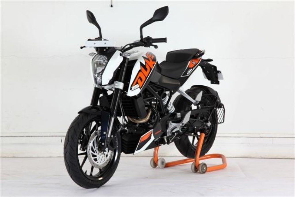 new bajaj ktm duke 200 motorcycles bikes top bikes zone. Black Bedroom Furniture Sets. Home Design Ideas