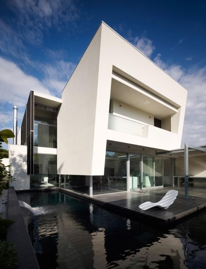Hogares frescos dise o de interiores en casa de dos pisos for Minimalist box house design