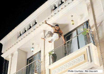 When Akshay Kumar Jumps off from 45 feet building without Safety Equipments