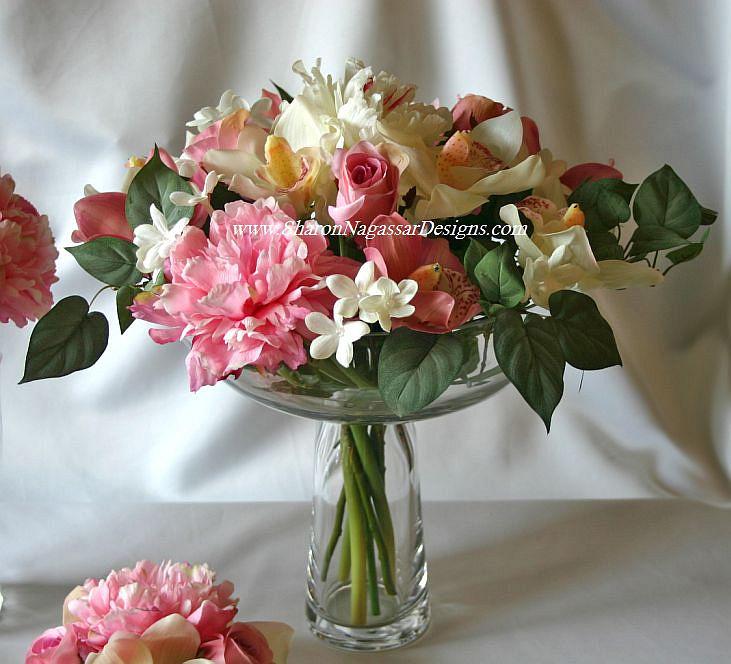 Meryem uzerli flower vases with flowers
