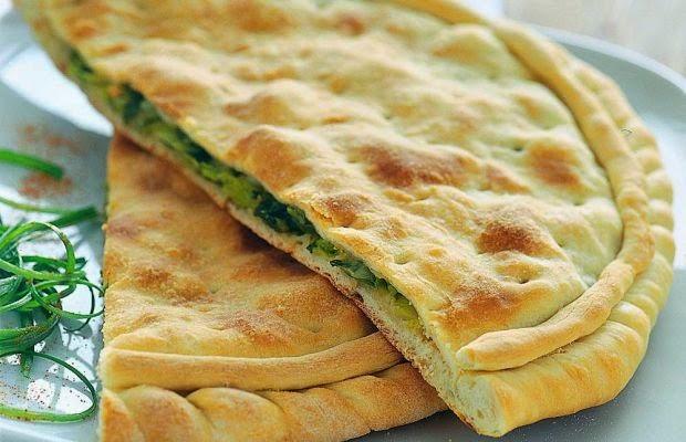 بيتزا مع البصل الأخضر
