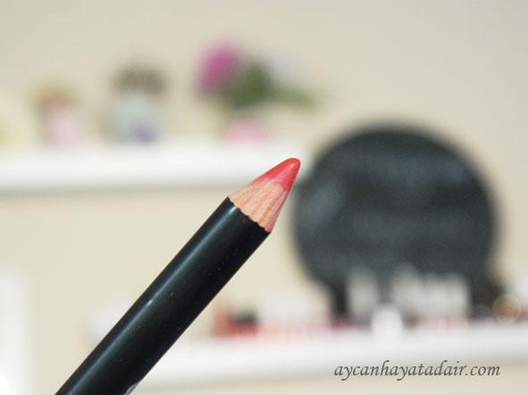 kırmızı dudak kalemi