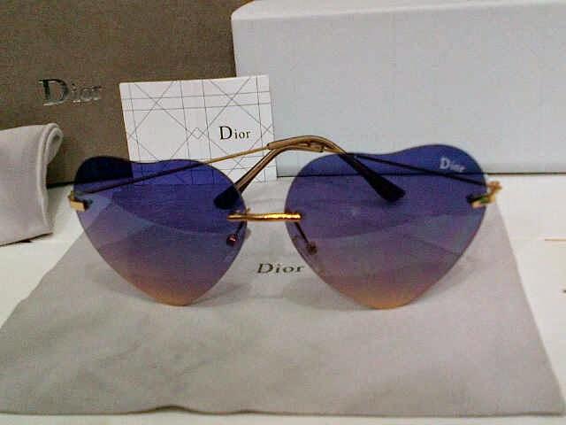 Kacamata Dior Love Ungu