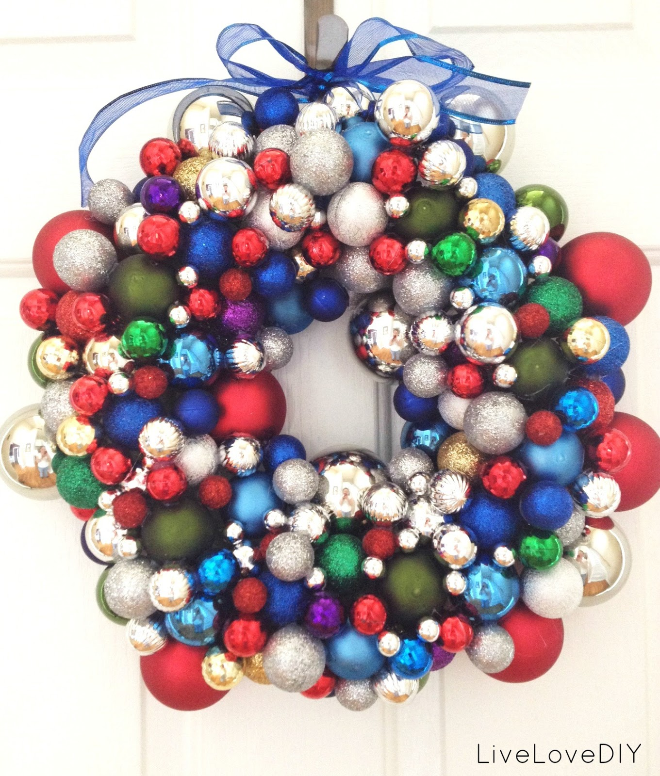 LiveLoveDIY: How To Make A Christmas Ornament Wreath
