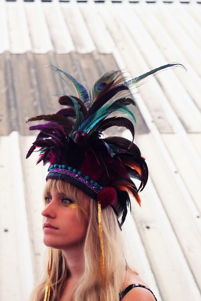 dulcie's feathers, feather headdress