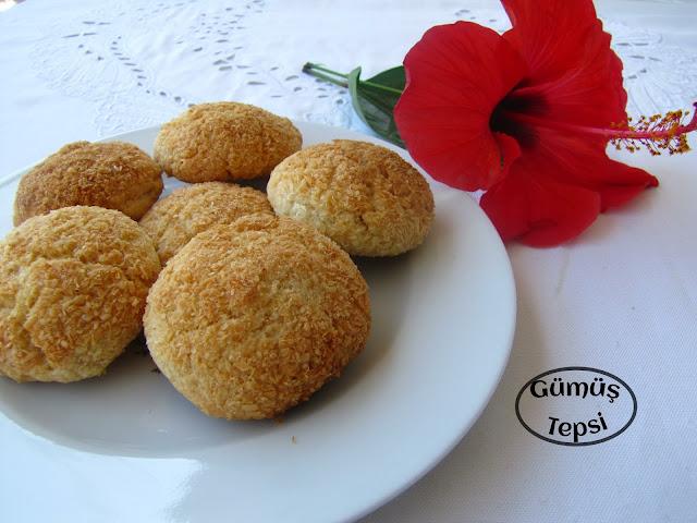 gümüş tepsi kurabiye tarifi, Hindistan cevizli kurabiye yapılışı,ağızda dağılan kurabiye tarifi,hindistan cevizli tarifler,bayram için yapılacak tarifler,bayrama yapılacak kurabiye,doğum günü tarifleri