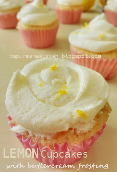 Super Moist Lemon Cupcakes with Buttercream Frosting
