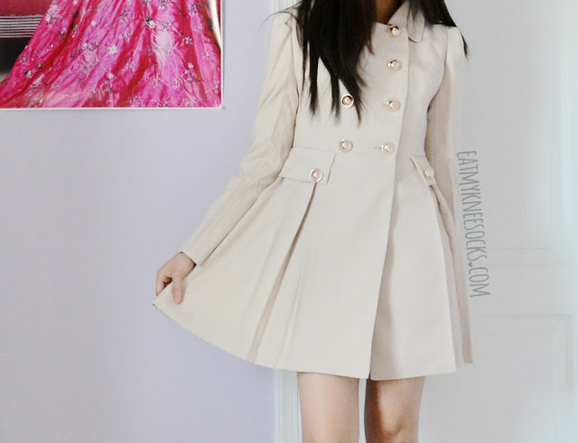 SheIn's ruffled trench coat is lightweight, but looks really cute and reminds me of Asian fashion, especially of coats in Taiwan, Korea, Japan, and China.