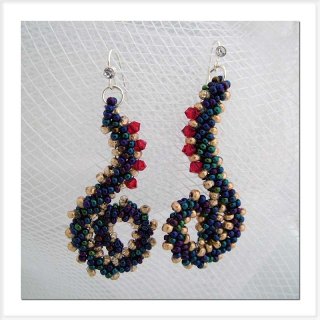 Ms Seaside Squiggle earrings using St Petersburg Stitch