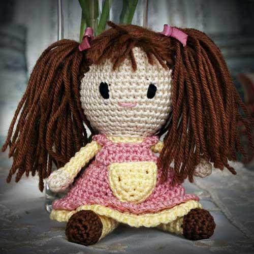 Bambola amigurumi con codini