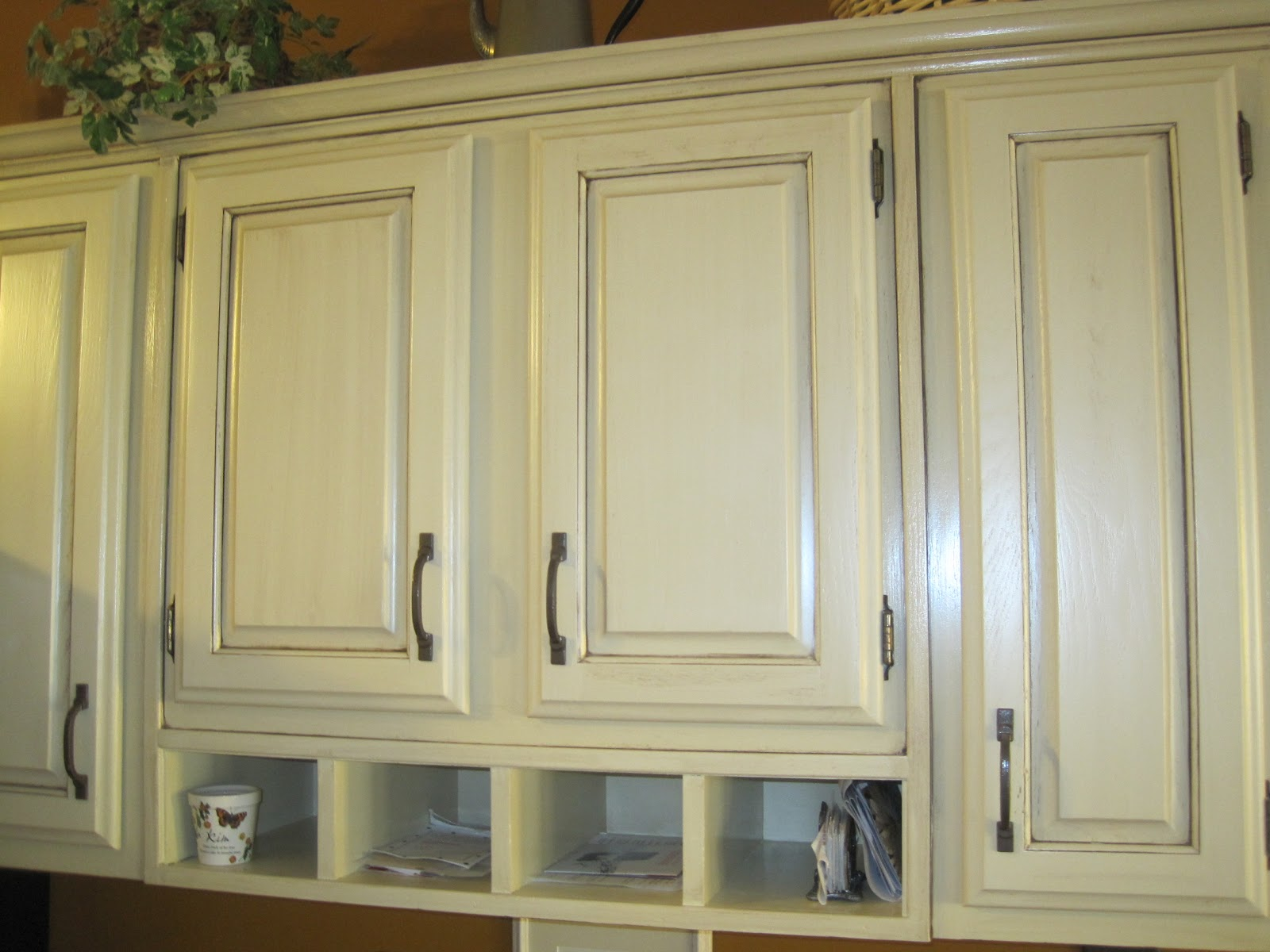 Mad mary 39 s junk yard my friend and i refinish kitchen and bathroom cabinets these were before - How to glaze kitchen cabinets that are painted ...